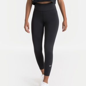 NWT Nike One Sculpt DriFit Crop Leggings Tights S
